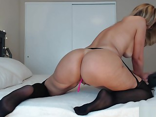 Big Booty Milf On Cam Streamate Flashing Ass