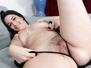 Cute milf Nyla from the USA feels playful in pantyhose
