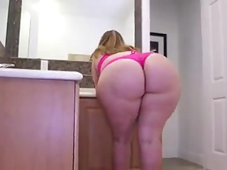gorgeous BBW with excellent ass