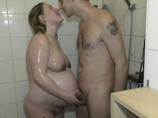 Meliss_vurig 39 weeks pregnant showering with cumshot on the face.