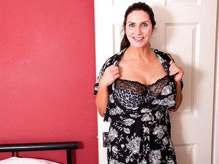 This Big Breasted Milf Is Getting Wet And Wild - MatureNL