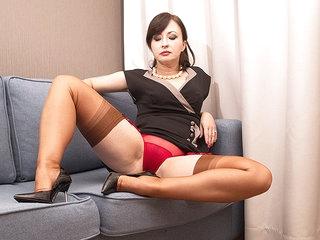 Naughty Wanilianna Getting Her Nylon Panties Ready For You - MatureNL