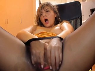 Ella Squuirting In Pantyhose Part3