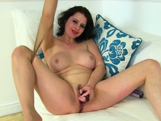 British mature Tracey loves a bit of anal play