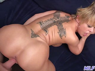 Dee Williams - Hot Body Mom With Big Natural Tits And Ass