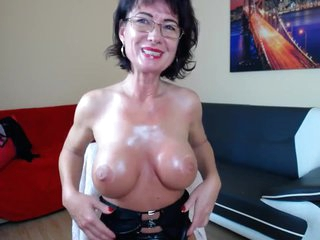 Mature With Big Boobs In Latex Masturbates Hardcore On The Web