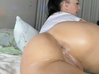 Girl With Perfect Ass Plays With A Dildo In The Ass