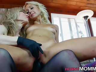 Taboo Stepmom Nina Hartley Gets Vagina Eaten