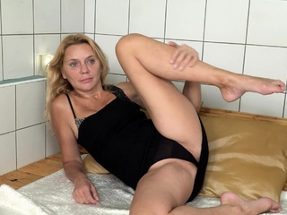 When she realized she had the place to herself, horny MILF