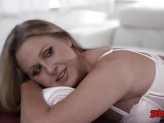 Julia Ann - Massage Sex