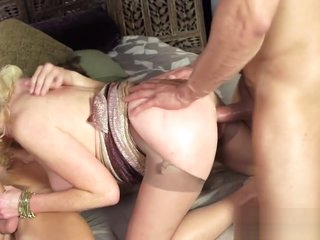 Wild milf loves steamy threesome