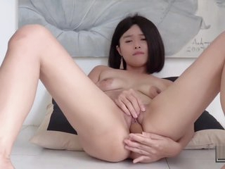 Hot Asian Girl Masterbates with a Dildo & Gets Squirting Orgasm (Kylie NG)